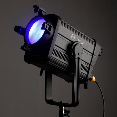 Falcon Eyes Irisa 2 FI-2 Tube vid/éo LED RVB 25W Dimmable 2500K-9999K LED Support de b/âton d/éclairage continu Contr/ôle dapplication avec Absorption magn/étique 20 Mode sc/énario